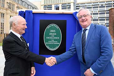 Brian Worthington and Professor Sir Eric Thomas at the unveiling of the plaque