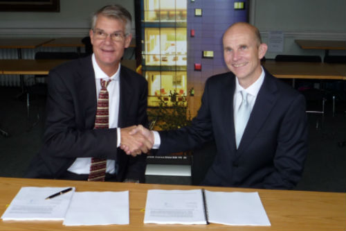 Dr Neil Fox, University of Bristol and Claes Parflo, Vice President, Global Sales of Scienta Omicron GmbH signing contract.