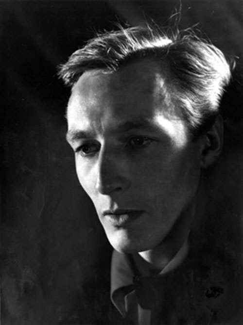 Image of John Neville as Hamlet, London Old Vic, 1957